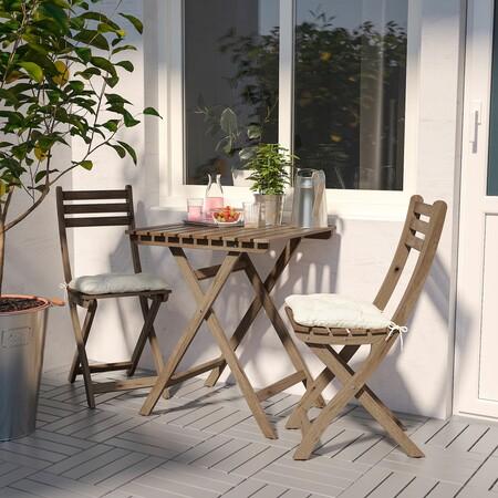 Mesa de madera de terraza