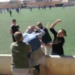 El mundo del fútbol tiene un problema con la violencia desde la base, y este vídeo es la prueba de ello