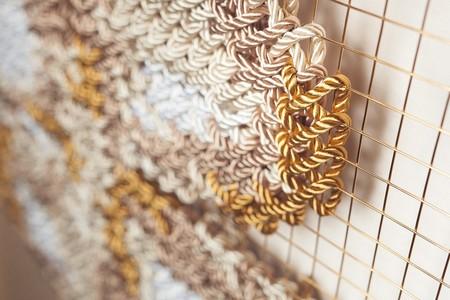 Arquicostura: diseño, interiorismo y artesanía se unen en bordados gigantes para decoración efímera
