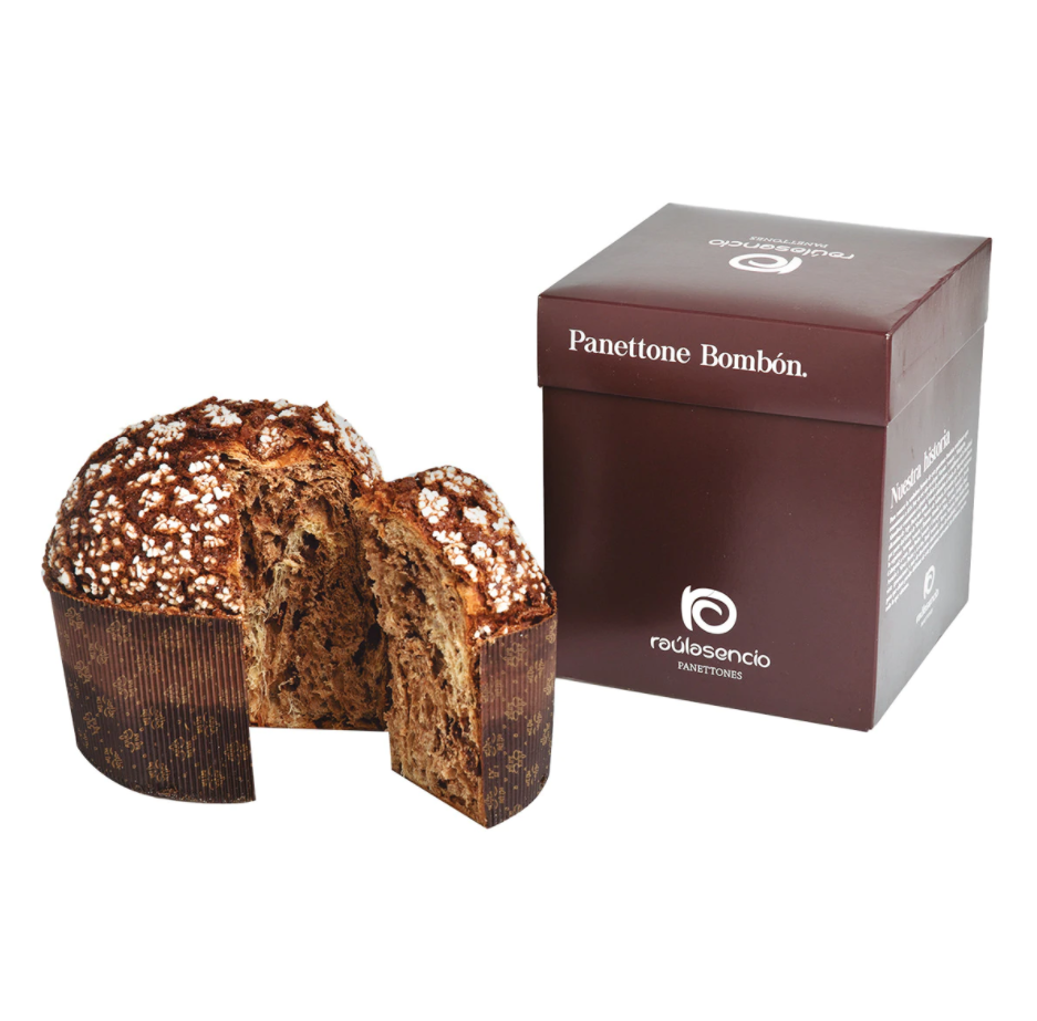 2x1 Panettone bombón chocolate negro al 70% Raúl Asencio. Este panettone bombón debe su nombre a la delicada masa de panettone mezclada con cacao que da ese tono oscuro y que viene acompañada de pepitas de chocolate negro.