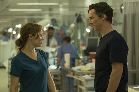 Rachel McAdams y Benedict Cumberbatch en Doctor Strange
