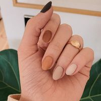Las uñas graduales son la forma de lucir la manicura multicolor que adoran las más minimalistas