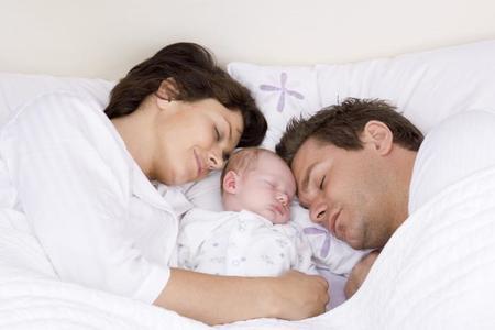 Colecho con el bebé: dormir juntos para mejorar la relación