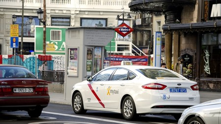 Madrid tumba las exigencias del taxi y Euskadi regula preventivamente las VTC antes de la llegada de Uber y Cabify
