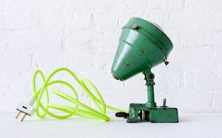 Renovando viejas lámparas con cables en colores flúor