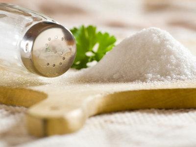Consumir más sal no te hace beber más, sino todo lo contrario