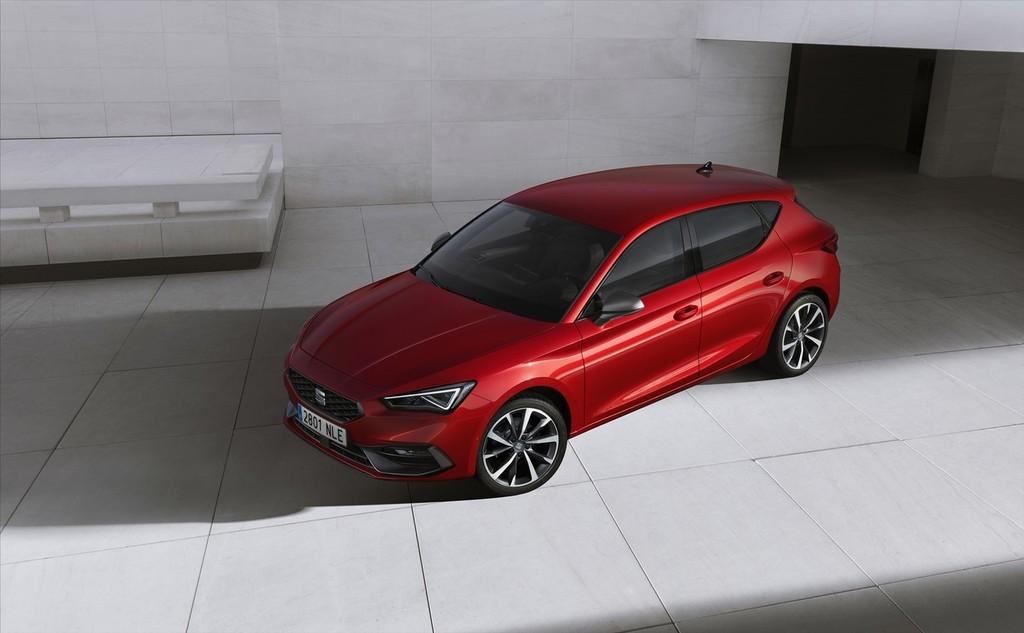 El nuevo SEAT León 2020 por primera vez llega con una versión híbrida enchufable, etiqueta Cero Emisiones y más conectividad