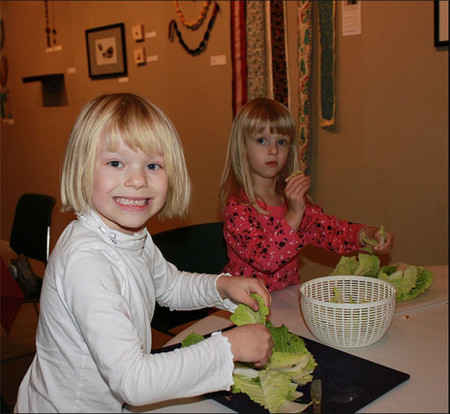 Aprovecha las vacaciones para dejar que tus hijos aprendan... ¡en la cocina!