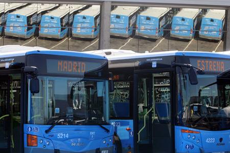 Los autobuses rojos de Madrid, en vías de extinción