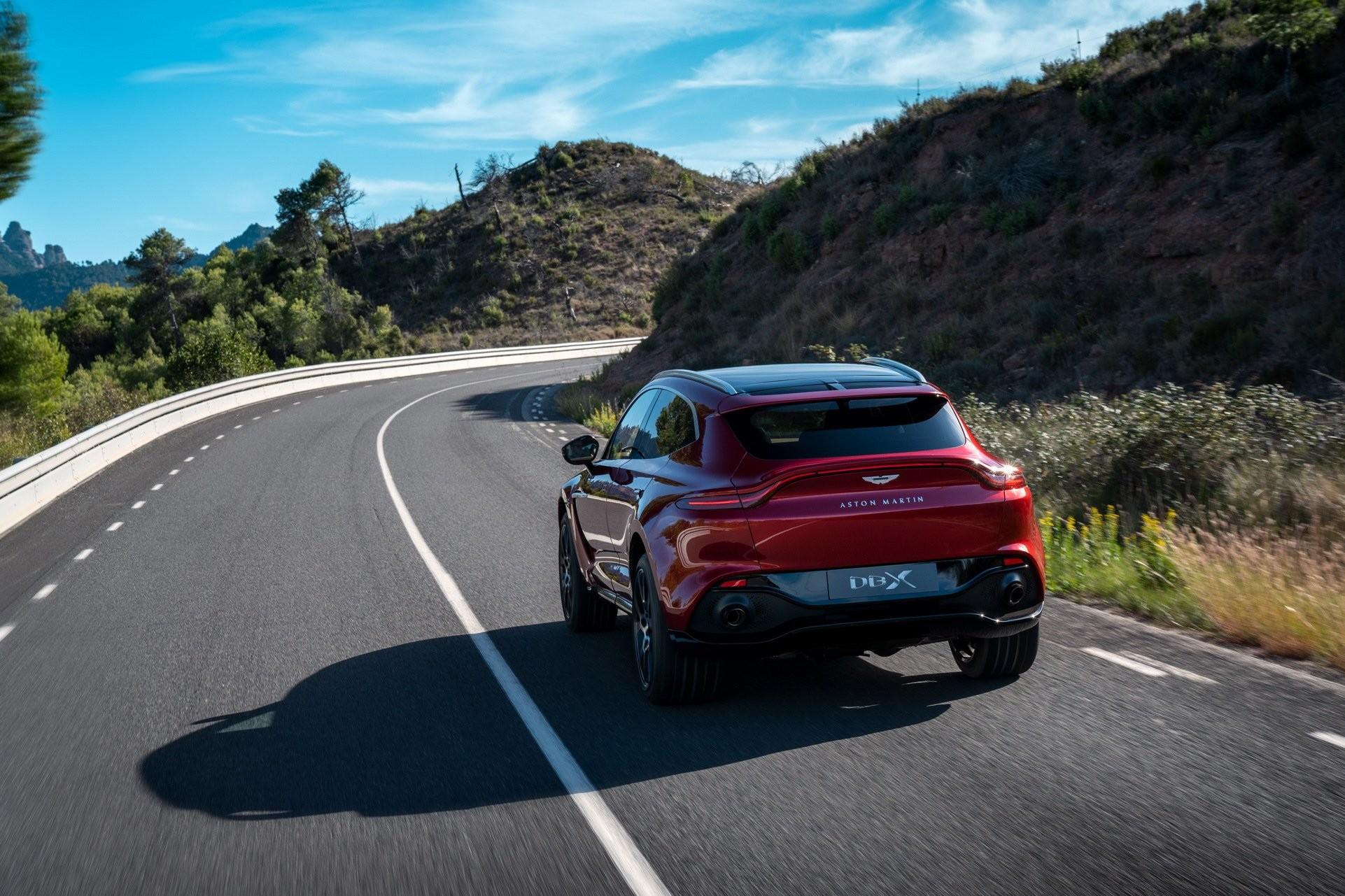 Foto de Aston Martin DBX (15/36)