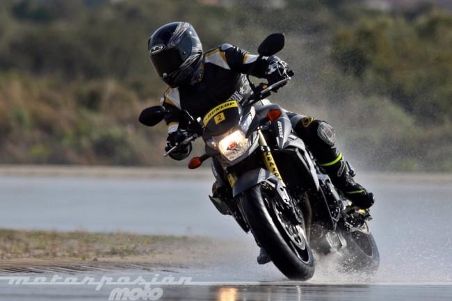 Rodamos con los Dunlop RoadSmart III en agua, en carretera y en circuito