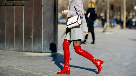 Hay vida más allá del marrón y el negro: siete botas de colores que no necesitan compañía para brillar
