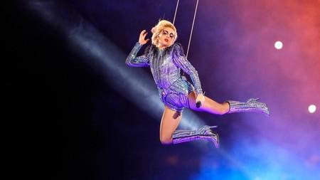 Lady Gaga manda callar a los 'body haters' que la acusan de tener barriga