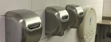 La desagradable verdad de los secadores de manos: no solo absorben las bacterias del baño, sino que las lanzan en nuestras manos