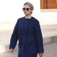 El color de los abrigos es azul si los lleva Dianna Agron
