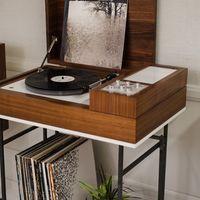 Wrensilva Loft, un mueble con reproductor de vinilos y aspecto retro para los nostálgicos de los años 70