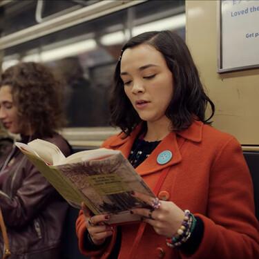 El Madrid más literario se vive en el Metro y este plano nos recuerda que los libros son un viaje maravilloso