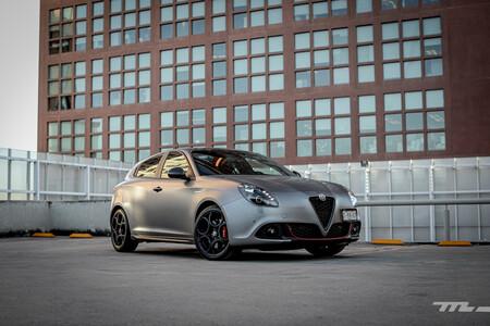 Alfa Romeo Giulietta 110 Edizione 2021, a prueba: la sofisticada macchina italiana viste sus mejores prendas dignas de aniversario