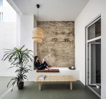 Elementos arquitectónicos originales y un diseño muy contemporáneo en esta casa frente a la playa de Malvarrosa de Valencia