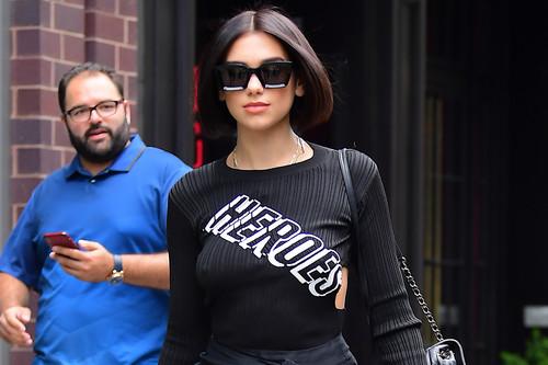 Dua Lipa se convierte en nuestro heroína con su último look por las calles de Nueva York