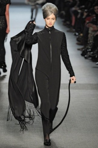 Jean Paul Gaultier mono negro