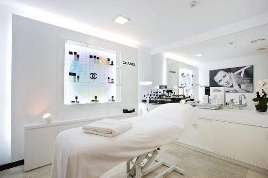 Chanel espace beaut en perfumer a j lia el primero en madrid for Cabinas de estetica decoracion
