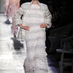 Foto 59 de 61 de la galería chanel-alta-costura-otono-invierno-2012-2013-rosa-gris-brillos-y-nuevo-vintage en Trendencias