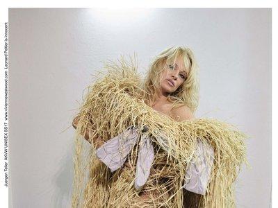 Pamela Anderson sorprende con su nuevo look en la campaña de Vivienne Westwood