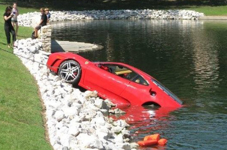 Un Ferrari F430 con humedad al 100%