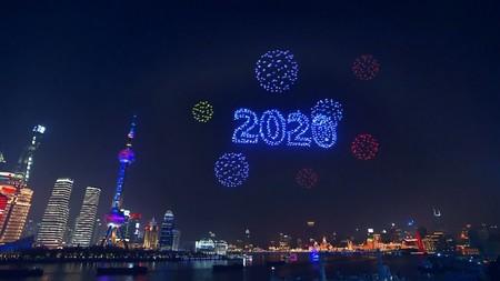 Esta es la magia detrás de la espectacular coreografía en la que un enjambre de 2.000 drones iluminó la noche de Shanghai