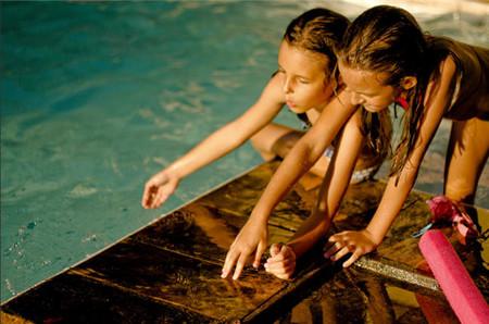 El exceso de cloro en las piscinas aumenta las posibilidades de que los niños desarrollen síntomas de asma