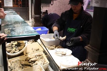 Un puesto solo para ostras del Mercado de San Miguel