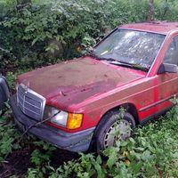 Así se devuelve a la vida un mítico Mercedes-Benz 190 E abandonado durante años