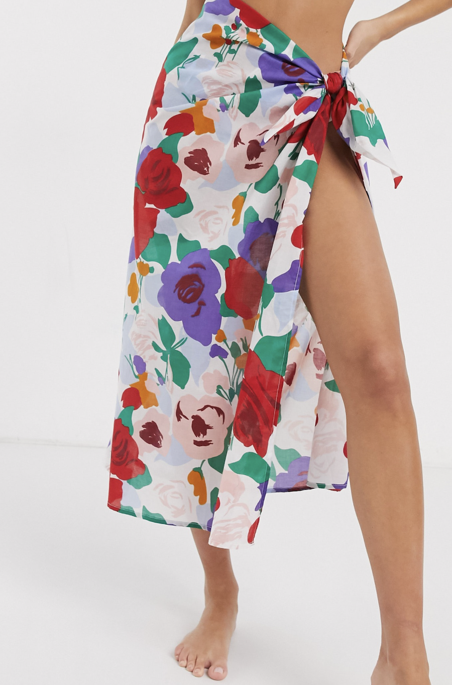Pareo con estampado floral de Faithfull