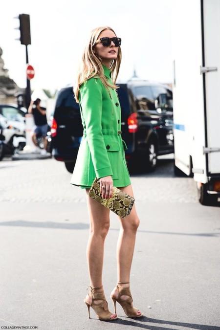 La esperanza se representa en verde, y la calle la acoge con clamor