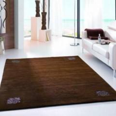 Foto 2 de 4 de la galería alfombras-con-detalles-de-cristales-de-swarovski en Decoesfera
