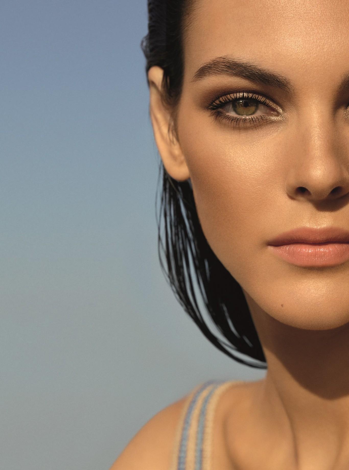 761d4f6ab Chanel lanza Lumière et Contraste, su nueva Colección Crucero 2019 llena de  luz, ideal para el verano