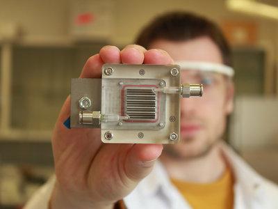 Este pequeño dispositivo promete purificar el aire y separar el hidrógeno sólo con energía solar
