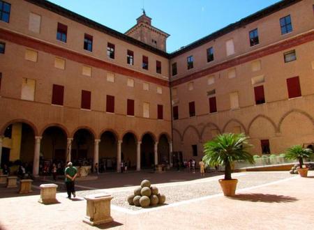 Patio de Armas Castillo Estense Ferrara