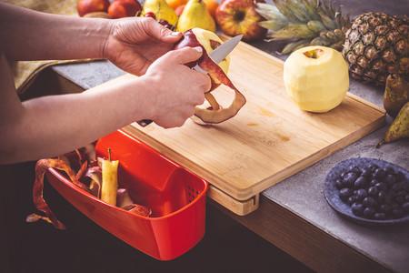 Pelando fruta