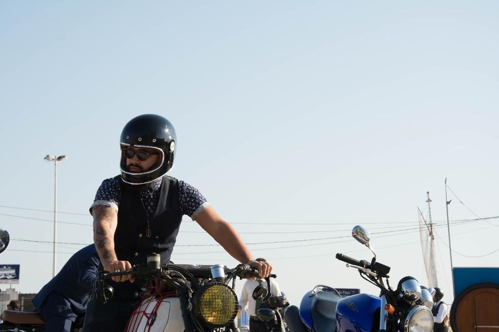 Equipamiento de verano en moto: todo lo que necesitas saber para ir bien protegido sin morir de calor