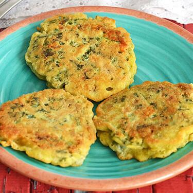 Tortitas de kale, queso gorgonzola y queso de cabra. Receta fácil