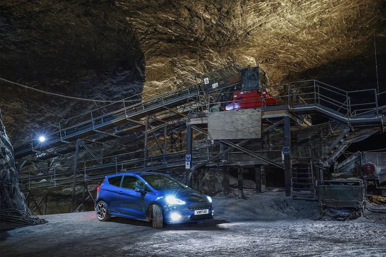 Foto de Ford Fiesta ST en una mina de sal a 400 bajo la superficie (1/7)