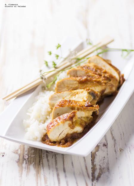 Pechuga de pollo glaseada con teriyaki y piña