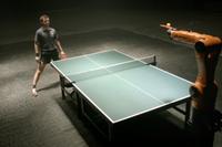[Vídeo] Un ser humano y un robot se enfrentan jugando al ping pong