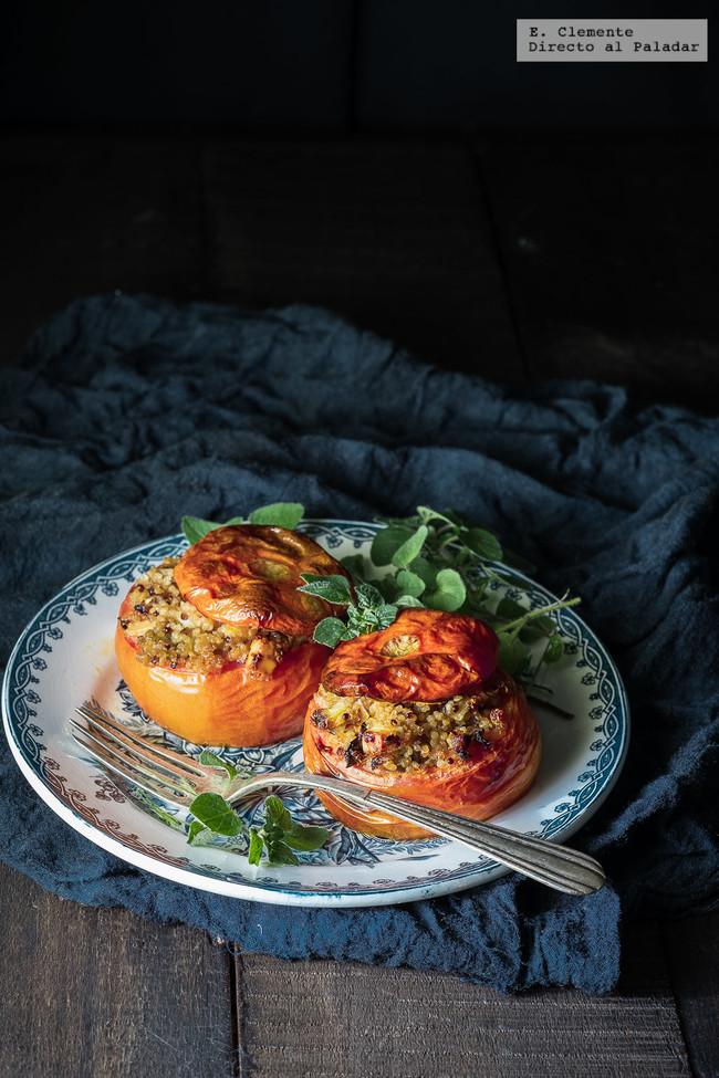 Tomates al horno rellenos de quinua y feta