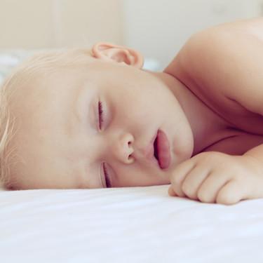 Entendiendo el patrón de sueño del bebé y cómo evoluciona en el primer año