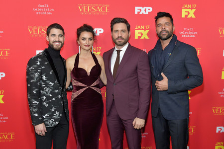Los protagonistas de 'The Assassination Of Gianni Versace' dominan las tendencias de otoño en sus looks para la premiere