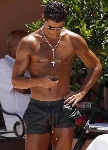 El rosario de Cristiano Ronaldo, ¿moda o religión?