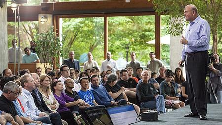 Steve Ballmer hablando a sus empleados